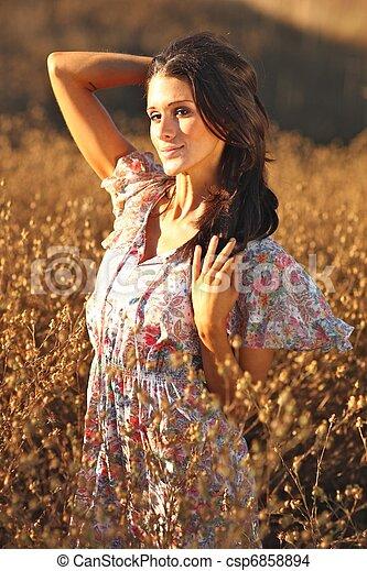 nő, summertime idő, mező, gyönyörű - csp6858894