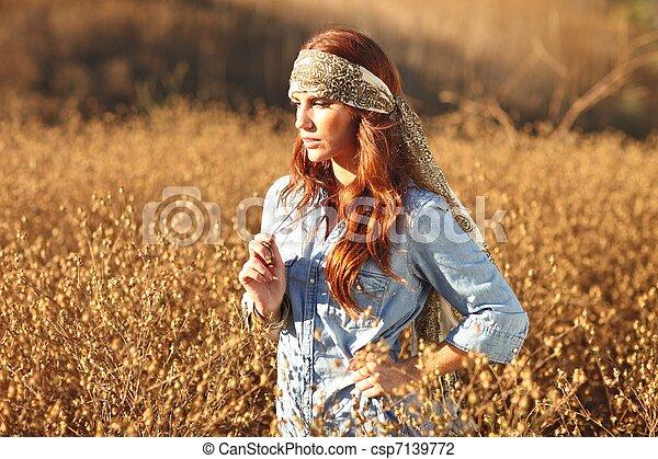 nő, summertime idő, mező, gyönyörű - csp7139772