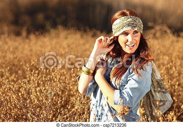 nő, summertime idő, mező, gyönyörű - csp7213236