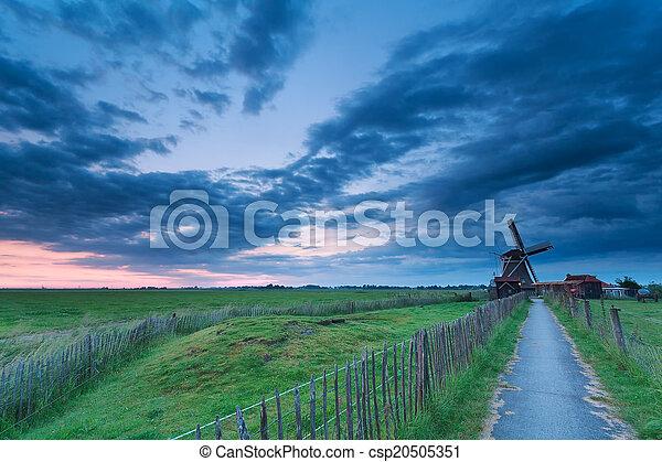 szélmalom, út, felhős, szürkület - csp20505351