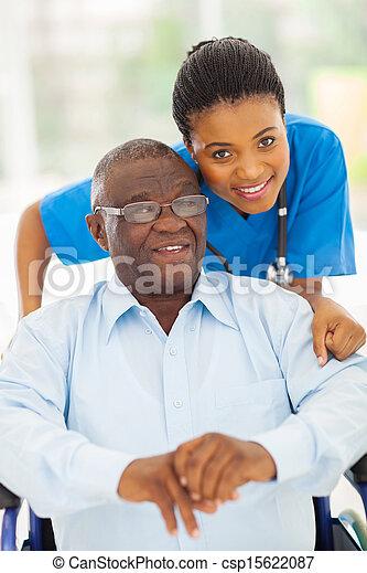 törődik, fiatal, öregedő, amerikai, afrikai, caregiver, ember - csp15622087