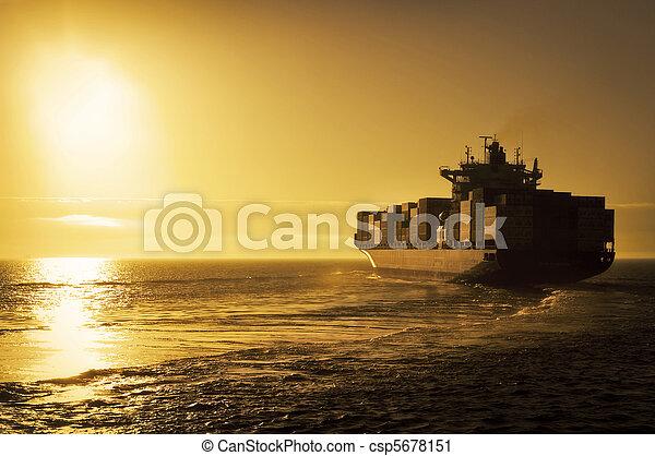 teherhajó, konténer, napnyugta - csp5678151