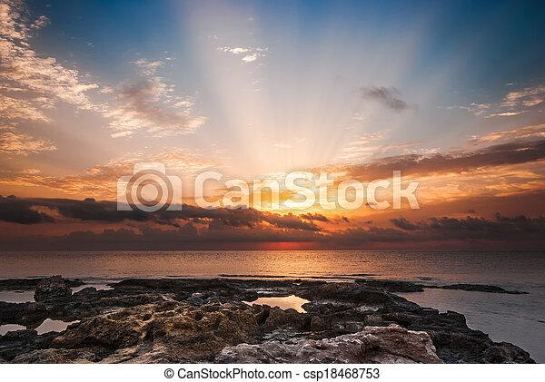 tengerpart, napnyugta, sziklás - csp18468753