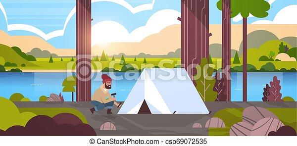 természetjárás, napkelte, kiránduló, táj, beiktató, horizontális, háttér, fogalom, kempingező, hegyek, folyó, kempingezés sátor, tele, lakás, ember, hosszúság, előkészítő, természet - csp69072535